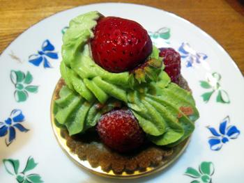 ケーキショップ「ジタン」苺のサントノーレ