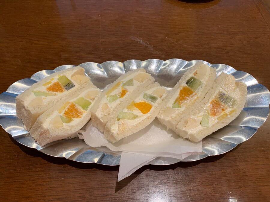 Cafe&Bar(カフェ&バー)ウミノ-フルーツサンド